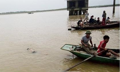 Đôi nam nữ gieo mình xuống sông Lam tự tử lúc rạng sáng