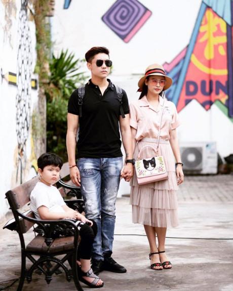 Cuối tháng 4 vừa qua, cặp đôi vẫn đưa con trai Sushi đi Thái Lan du lịch. Thậm chí, ngày 8/5 cả gia đình vẫn đi lễ chùa cùng nhau.