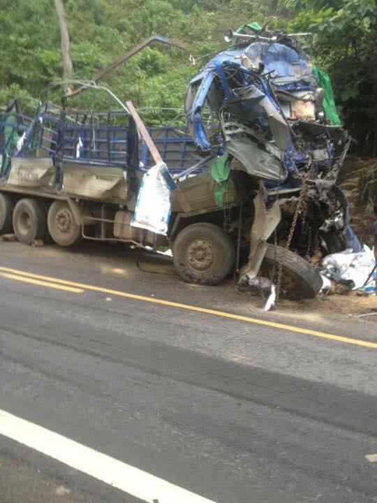 Người sống sót duy nhất vụ xe tải đâm vào núi: Người dân mang cả công nông đến hôi của - Ảnh 2.