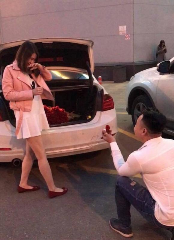 Chuyện tình vượt thử thách phía sau màn cầu hôn với 101 đóa hồng bên xe sang BMW - Ảnh 3.
