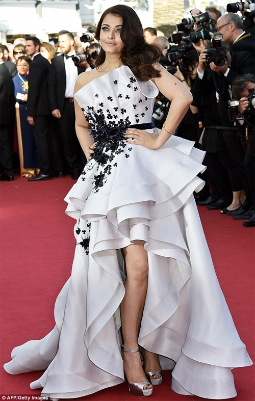 Quên Phạm Băng Băng đi, đây mới là bà hoàng thảm đỏ Cannes 2017