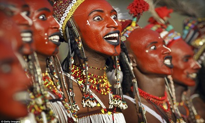 """Lễ hội """"cướp"""" vợ của bộ tộc Wodaabe ở châu Phi"""