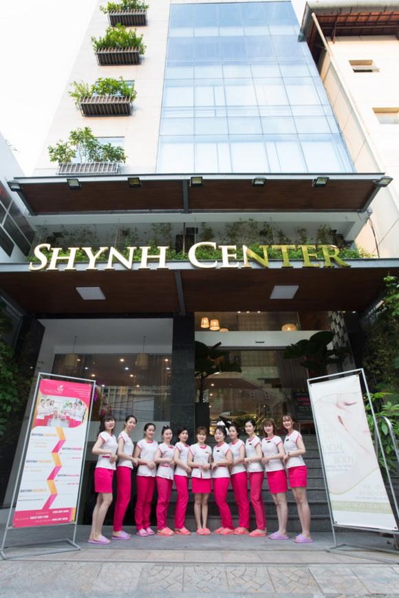 shynh-beauty-khai-truong-295-2-ngoisao.vn-w580-h869 4