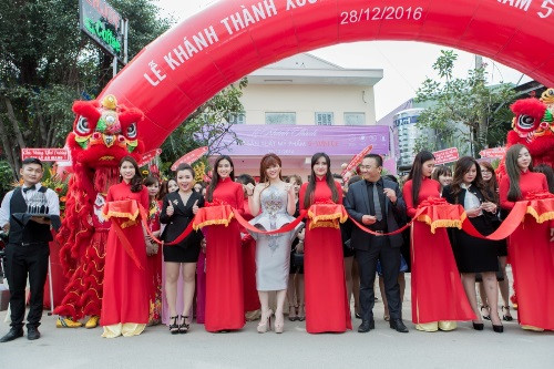 shynh-beauty-khai-truong-295-3-ngoisao.vn-w500-h333 3