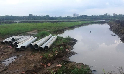 Bé gái 8 tuổi chết tức tưởi dưới hố công trình ngập nước