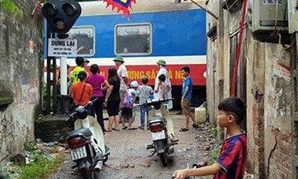 Hà Nội: Người phụ nữ bị tàu hỏa tông tử vong khi đi bộ qua đường ray
