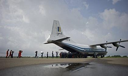 NÓNG: Rơi máy bay Myanmar chở 116 người, tìm thấy mảnh vỡ ngoài biển