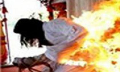 NÓNG: Chồng tẩm xăng đốt chết vợ cũ rồi cắm điện tự tử nhưng bất thành