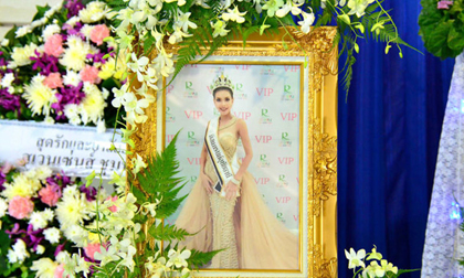 Đám tang Hoa hậu 19 tuổi Thái Lan: Cuối cùng bố mẹ đẻ cô cũng đến