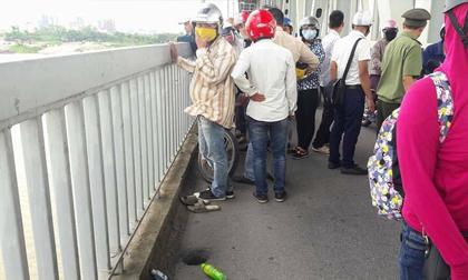Tin nóng: Nam thanh niên uống thuốc diệt cỏ rồi nhảy xuống cầu Thăng Long tự tử