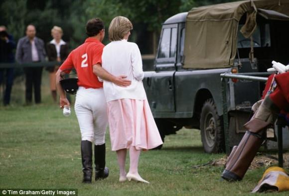 CHẤN ĐỘNG: Sau đám cưới vài tuần, Công nương Diana từng cắt cổ tay tự tử vì ghen tuông với tình địch Camilla - Ảnh 4.