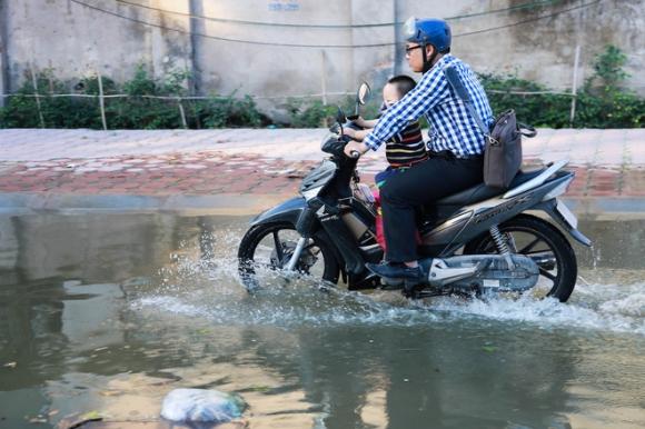 Hà Nội: Ngập úng quanh năm, người dân thả vịt ngay trên đường khu đô thị - Ảnh 7.