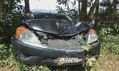 Xe Mazda đâm trực diện hất văng 2 thiếu nữ, một người tử vong thương tâm