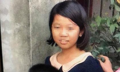 Xôn xao cảnh bé gái bị bố mẹ đối xử tệ bạc, đổ cơm thừa xuống nền nhà bắt ăn