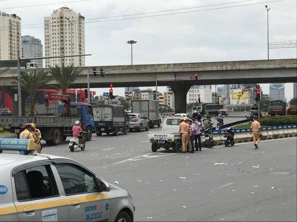 Hà Nội: Cô gái 23 tuổi đi xe đạp điện bị xe bồn cán tử vong trên Đại lộ Thăng Long - Ảnh 1.