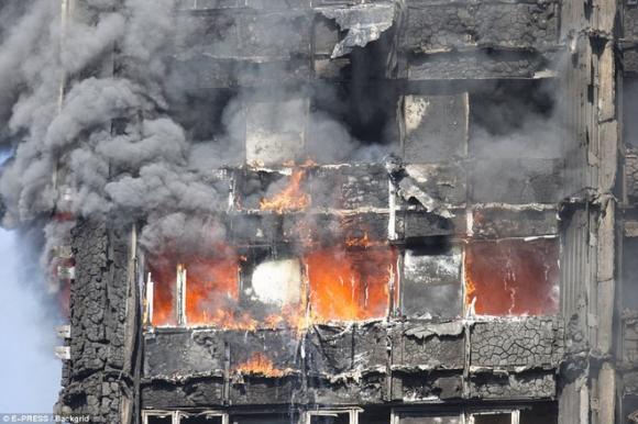 Nhờ cách này mà bà mẹ đã cứu cả gia đình thoát chết trong vụ cháy ở London - Ảnh 2.