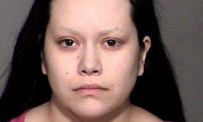 Trầm cảm sau sinh, người mẹ trẻ dùng chăn chẹt chết con gái 5 tháng tuổi vì không ngừng khóc