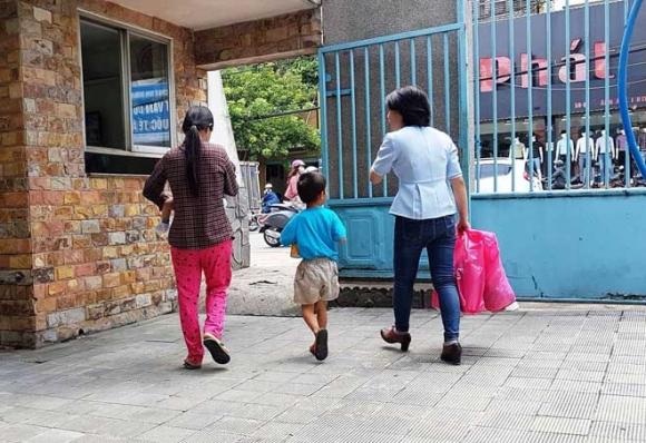 Tâm sự thắt lòng người mẹ bỏ rơi 2 con nhỏ ở Sài Gòn - 1