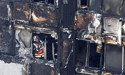 Vụ hỏa hoạn chung cư London: 42 người nghi bị chết cháy trong một căn phòng