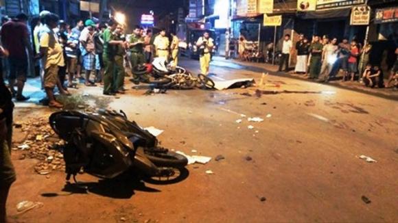 TP HCM: Va chạm liên hoàn giữa 4 xe máy, 2 người tử vong, 4 người bị thương nặng - Ảnh 1.