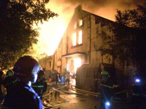 Cháy lớn kèm nhiều tiếng nổ trong nhà kho ở cảng Sài Gòn - Ảnh 5.