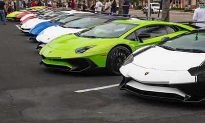12 chiếc siêu xe hàng hiếm Lamborghini Aventador SV đủ màu sắc xuất hiện tại Mỹ
