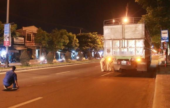 Đà Nẵng: Va chạm kinh hoàng trong đêm, nam thanh niên bị xe tải cán tử vong - Ảnh 3.