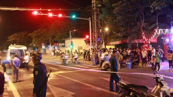 Đà Nẵng: Va chạm kinh hoàng trong đêm, nam thanh niên bị xe tải cán tử vong - Ảnh 2.