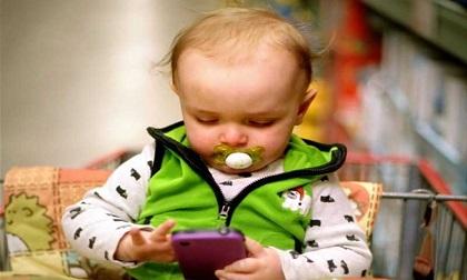 Điện thoại gây hại cho trẻ không khác ma túy