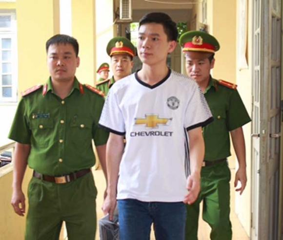 Vụ chạy thận 8 người chết: Bác sĩ Lương được tại ngoại - 1