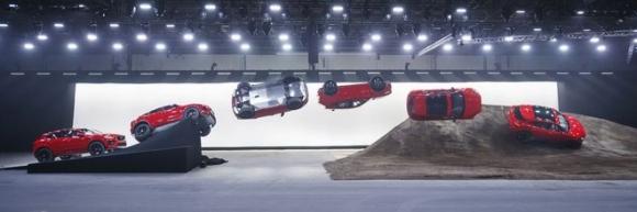 Jaguar E-Pace hoàn toàn mới giá từ 838 triệu đồng - 1