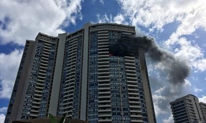Cháy chung cư cao tầng tại Mỹ, một vài người vẫn còn mắc kẹt