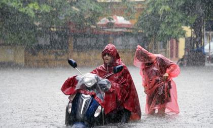 Ảnh hưởng của bão số 2: Hà Nội mưa trắng trời, nhiều tuyến phố ngập sâu