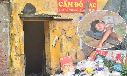 Phẫn nộ cảnh người đàn ông tâm thần sống cô độc bị hàng xóm vứt rác trước cửa nhà