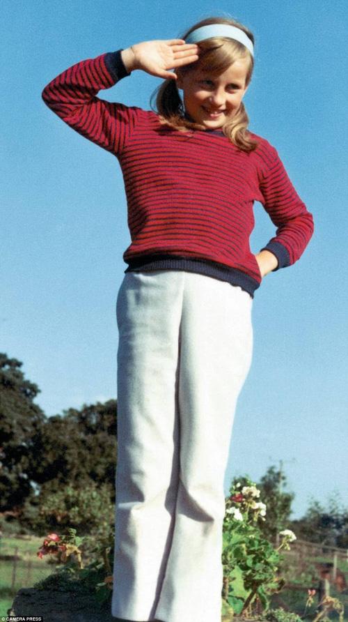 Bộ ảnh Công nương Diana từ thuở thiếu thời chưa từng được biết đến trước đây - Ảnh 4.