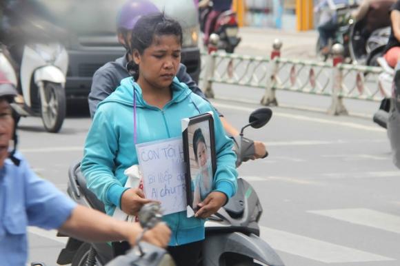 Vụ bé gái 13 tuổi Cà Mau tự tử nghi xâm hại: Mẹ ôm di ảnh con, uất ức cầu cứu VKS tối cao - Ảnh 4.