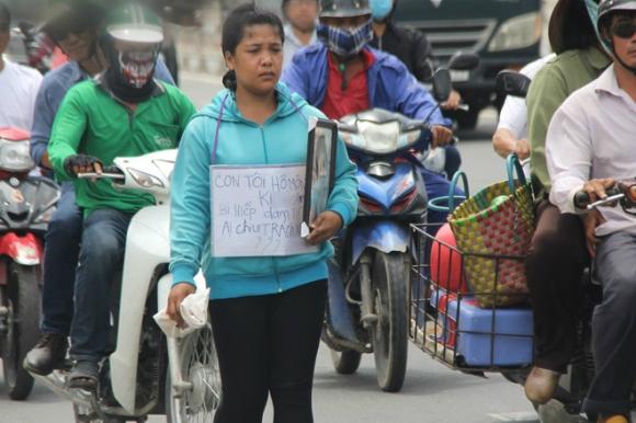 Vụ bé gái 13 tuổi Cà Mau tự tử nghi xâm hại: Mẹ ôm di ảnh con, uất ức cầu cứu VKS tối cao - Ảnh 2.