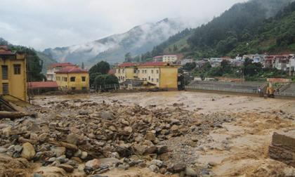Xót xa cảnh trường học ngập chìm trong bùn và đống đổ nát sau trận lũ quét tại Yên Bái