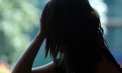 Kiểm tra điện thoại, vợ 'chết điếng' khi biết chồng đã làm chuyện khủng khiếp với mình trong lúc ngủ