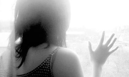 Bé gái 13 tuổi bị nhóm 9X quen qua mạng xâm hại