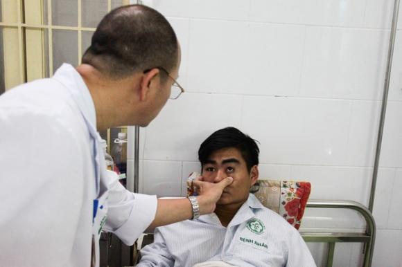 Bệnh nhân sốt xuất huyết nằm la liệt ở bệnh viện Bạch Mai - Ảnh 2.
