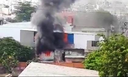 Bà bồng cháu 2 tuổi tháo chạy khỏi căn nhà rực lửa ở Sài Gòn