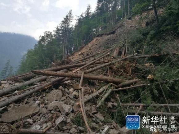 Những hình ảnh kinh hoàng ở thiên đường hạ giới Cửu Trại Câu sau vụ động đất 7 độ Richter - Ảnh 9.