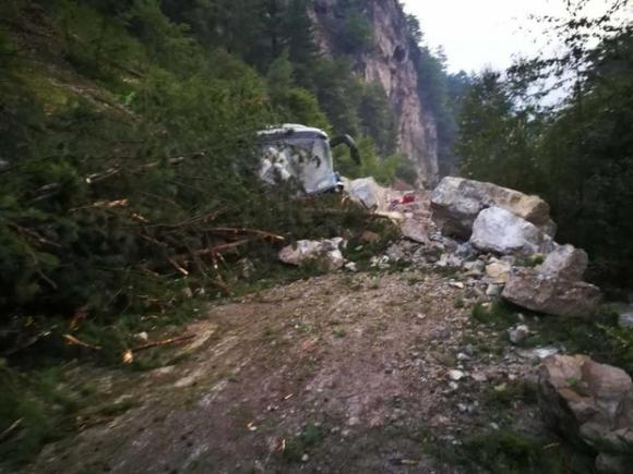 Những hình ảnh kinh hoàng ở thiên đường hạ giới Cửu Trại Câu sau vụ động đất 7 độ Richter - Ảnh 3.