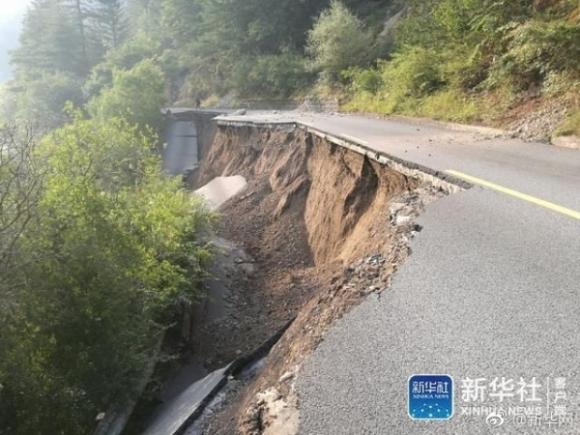 Những hình ảnh kinh hoàng ở thiên đường hạ giới Cửu Trại Câu sau vụ động đất 7 độ Richter - Ảnh 10.