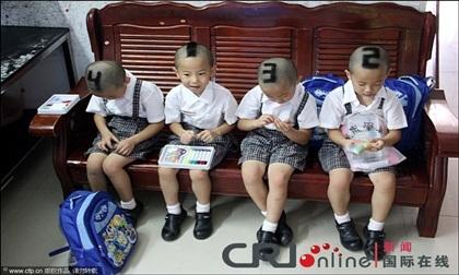 Cuộc sống hiện tại của 4 bé trai sinh tư từng được mẹ cắt tóc theo số thứ tự để phân biệt
