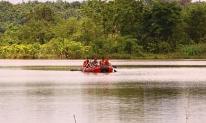 Tá hỏa phát hiện thi thể nam thanh niên nổi trên hồ nước