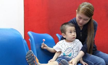 Bé trai nghi bị bỏ rơi trước cổng bệnh viện Từ Dũ đã được mẹ ruột đón về