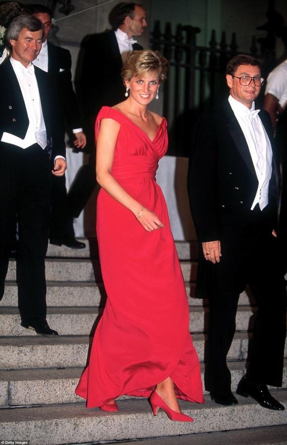 Cuộc chiến ngầm trong đêm tiệc đặt dấu chấm hết cho cuộc hôn nhân của Công nương Diana lần đầu được tiết lộ - Ảnh 2.