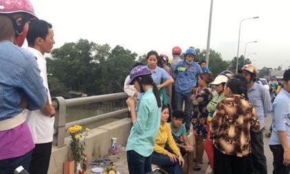 Cô gái ngây dại đứng nhìn người yêu gieo mình xuống sông Sài Gòn tự tử